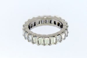 Emerald cut diamond prong band