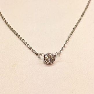 Simple diamond pendant