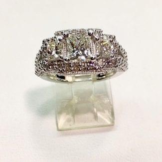 Stunning 3 stone diamond ring Katz